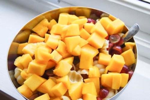 Kylling pastasalat med mango og vindruer2
