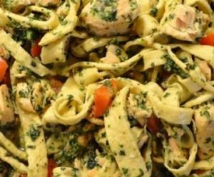 Pasta med laks og spinat